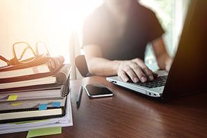 تولید محتوای آموزشی، یکی از انواع کسب و کارهای اینترنتی خانگی